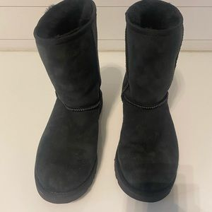 Uggs Boot - Pre- Owned Size 9